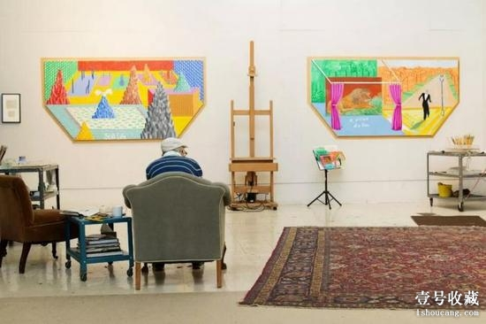 David Hockney, in his studio, contemplating two recent unfinished works。 ? Nathanael Turner for The New York Times